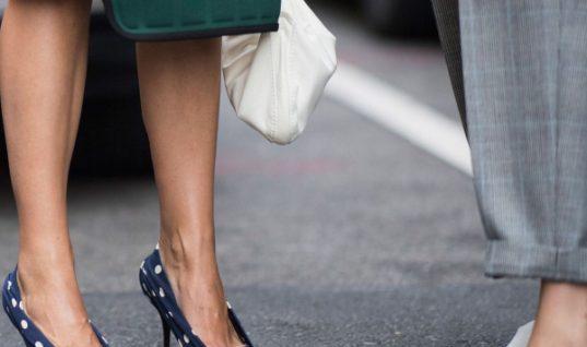 Αυτά τα παπούτσια θα σας κάνουν να φαίνεστε πιο αδύνατη! (εικόνα)