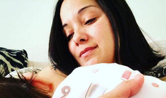 Κατερίνα Τσάβαλου: Δείτε την να γυμνάζεται αγκαλιά με την κόρη της!