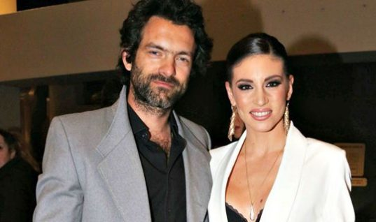 Αθηνά Οικονομάκου-Φίλιππος Μιχόπουλος: Αυτό είναι το προσκλητήριο του γάμου τους!