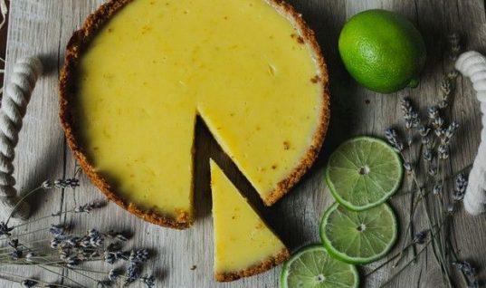 Συνταγή για γρήγορη τάρτα λεμόνι: Το πιο εύκολο και δροσερό γλυκό της εποχής