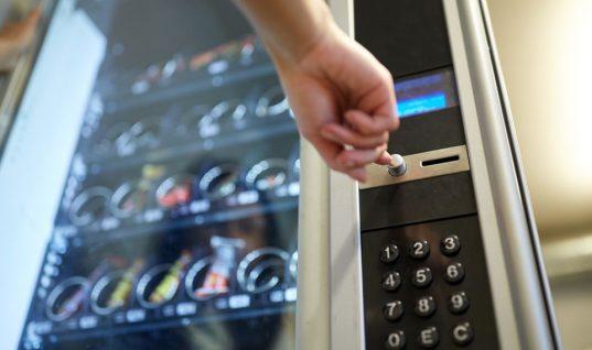 Τι είναι καλύτερο να επιλέγεις και τι να αποφεύγεις να τρως από τους αυτόματους πωλητές