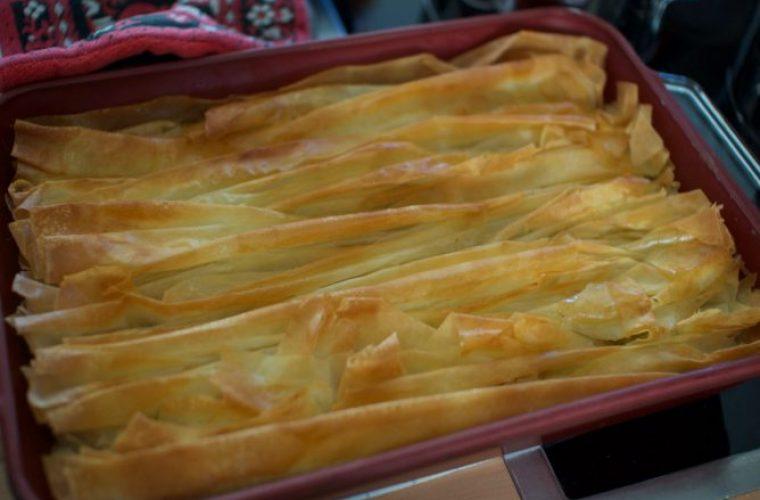 Η πιο νόστιμη συνταγή για το γαλακτομπούρεκο της… τεμπέλας!