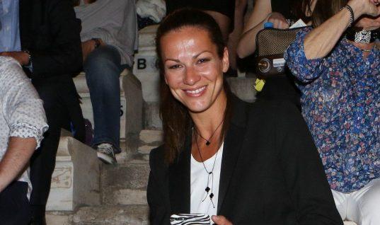 Η κόρη της Μάνιας Ντέλου στα χνάρια της μαμάς της -Ποζάρει ως μοντέλο για μεγάλη καμπάνια ρούχων