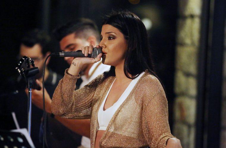 Ντεμπούτο στο τραγούδι για την κόρη ελλήνων ηθοποιών (εικόνες)