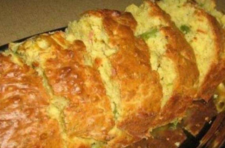 Αλμυρό κέικ με γιαούρτι, μπέικον και πιπεριές