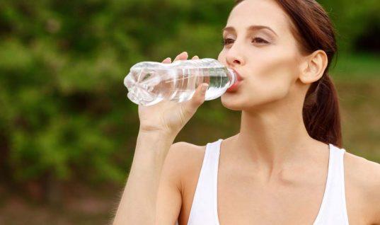 Έξυπνα tricks για να θυμάσαι να πίνεις νερό!