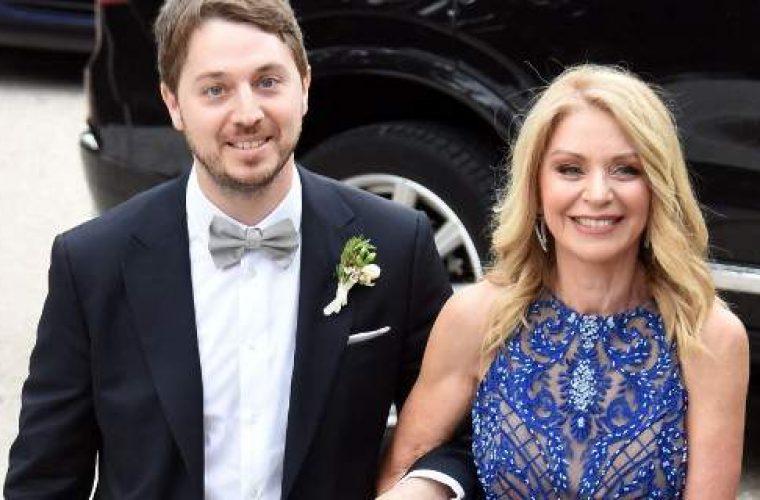 Το απίθανο σχόλιο της Ελλης Στάη για όσους την έκραξαν για την ολόστενη φόρμα που φόρεσε στο γάμο του γιου της!