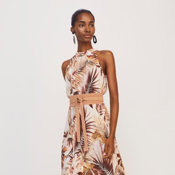 Το τέλειο φόρεμα για τους καλοκαιρινούς γάμους κοστίζει ελάχιστα