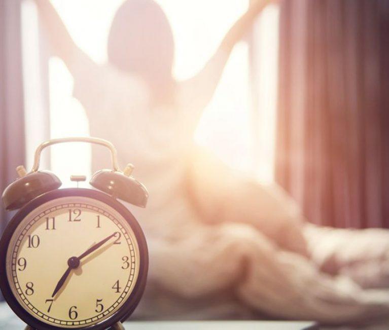 Ο ευεργετικός λόγος που πρέπει να ξυπνάς νωρίς το πρωί αν είσαι γυναίκα