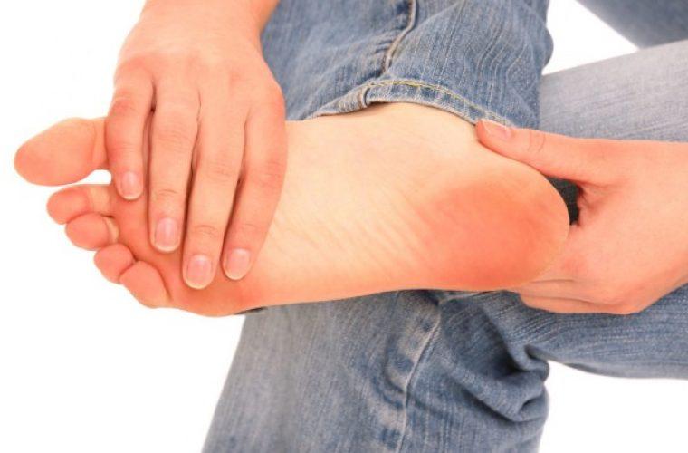 Πώς βγαίνουν οι κάλοι στα πόδια – Τι να προσέχετε στην αφαίρεσή τους
