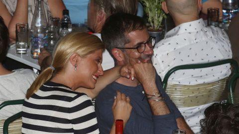 Σία Κοσιώνη – Κώστας Μπακογιάννης: Full in love σε βραδινή τους έξοδο! (εικόνες)