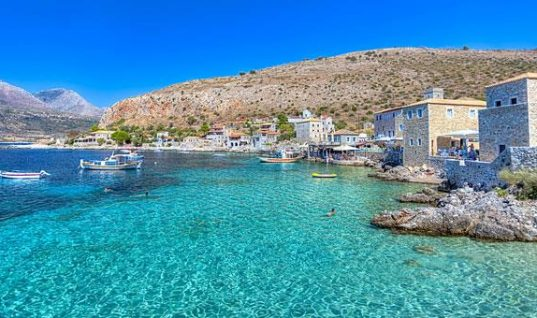Πελοπόννησος: 5 υπέροχα χωριά δίπλα στη θάλασσα!