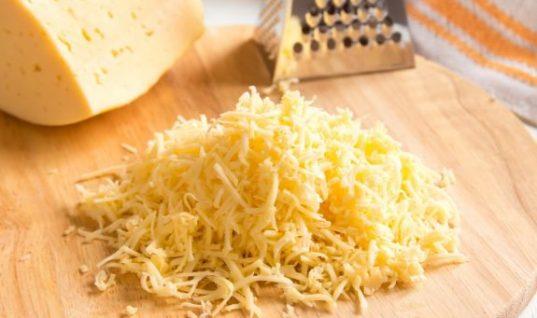 Ο σοβαρός λόγος που δεν πρέπει ποτέ να αγοράζεις τριμμένα τυριά