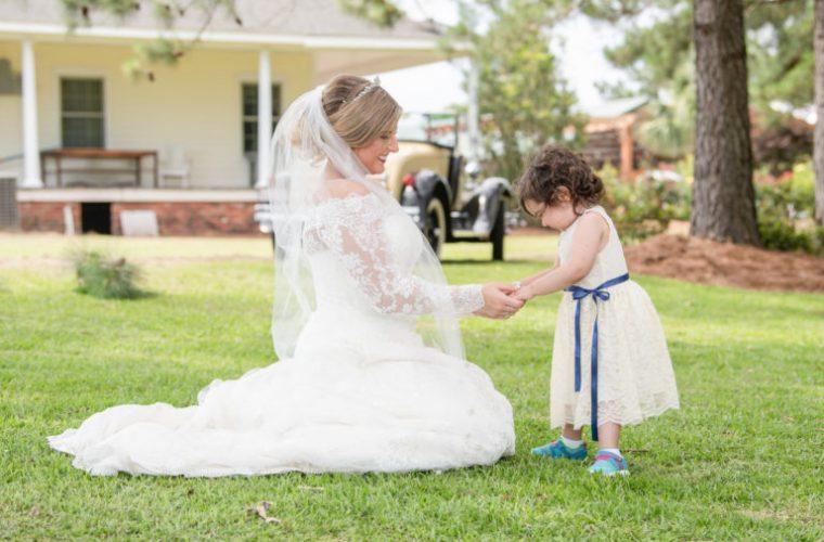3χρονο κοριτσάκι νικά τον καρκίνο και γίνεται παρανυφάκι στον γάμο της δότριας μυελού των οστών