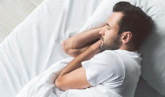 Γιατί δεν πρέπει να κοιμάστε ποτέ γυμνοί εν μέσω καύσωνα