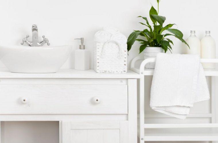 10 πράγματα που δεν πρέπει να τοποθετείς στον πάγκο του μπάνιου -Πού μπορείς να τα αποθηκεύσεις