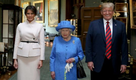 Η φωτογραφία που αποκαλύπτει πώς η βασίλισσα Ελισάβετ «εκδικήθηκε» τον Τραμπ για το σπάσιμο του πρωτοκόλλου!