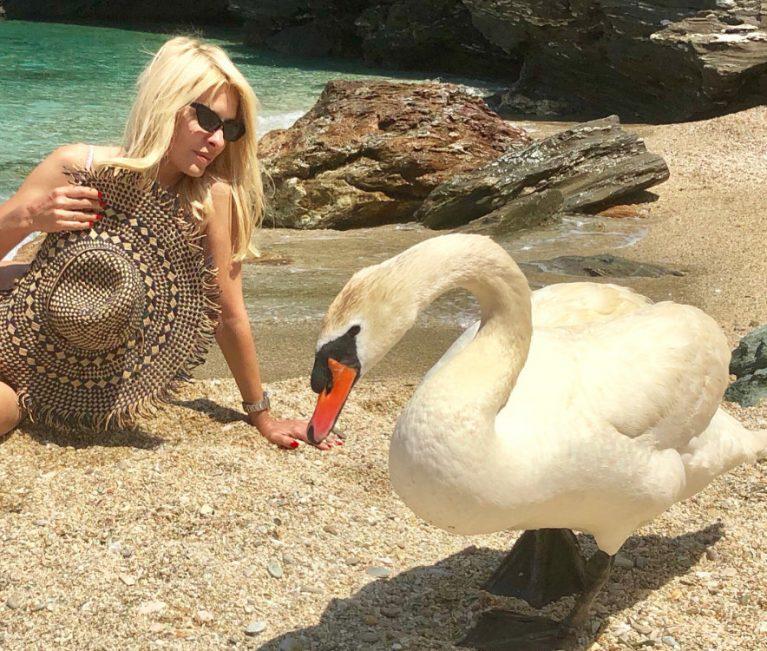 Τα μαγιό της Ελένης Μενεγάκη από τις φετινές της διακοπές είναι όλα υπέροχα! (εικόνες)