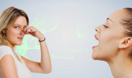3 τροφές που καταπολεμούν τη δυσάρεστη αναπνοή