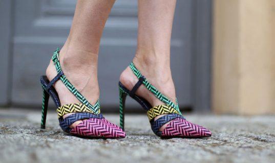 Σε στενεύουν τα παπούτσια σου; 3 τρόποι για να «ανοίξουν» στο λεπτό