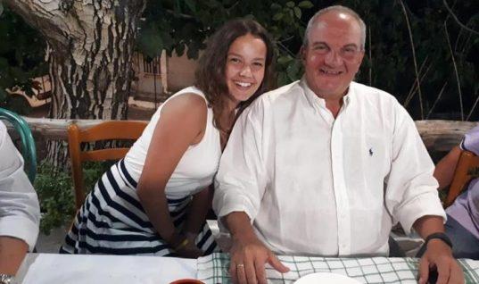 Λευκάδα: Χαλαροί και μαυρισμένοι στις διακοπές ο Κώστας Καραμανλής και η Νατάσα Παζαΐτη (εικόνες)