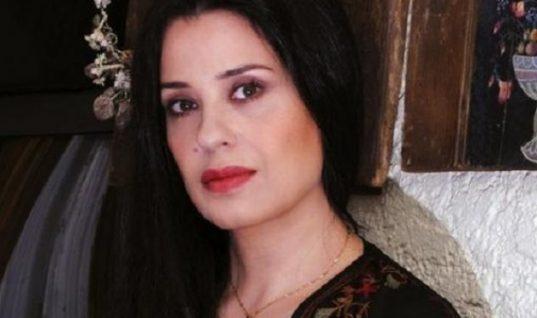 Μαρία Τζομπανάκη: Στην Ελλάδα μετά από καιρό η 62χρονη καλλονή με chic εμφάνιση! (εικόνα)