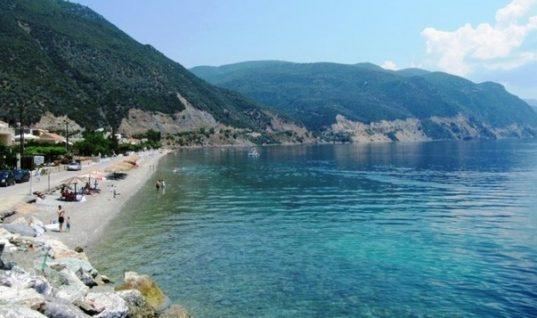 Η παραλία με τα πολύ ζεστά νερά που μπορείς να κολυμπάς όλο το χρόνο
