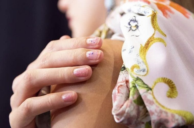 Μανικιούρ για τεμπέλες -Τα chipped nails είναι η νέα τάση! (εικόνες)