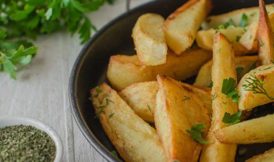Τηγανητές πατάτες χωρίς λάδι και χωρίς ενοχές!