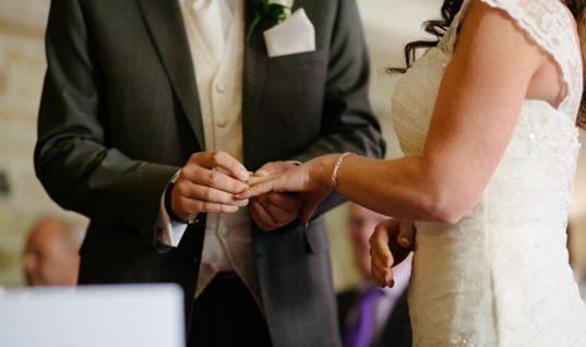Φολέγανδρος: Νύφη έδιωξε τον γαμπρό και το γλέντησε με τους καλεσμένους