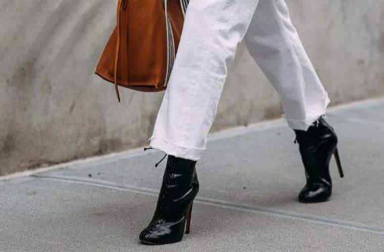 Ξεχάστε τα φλατ και τα sneakers -Αυτά είναι τα παπούτσια που θα φοράμε κάθε μέρα το φθινόπωρο!