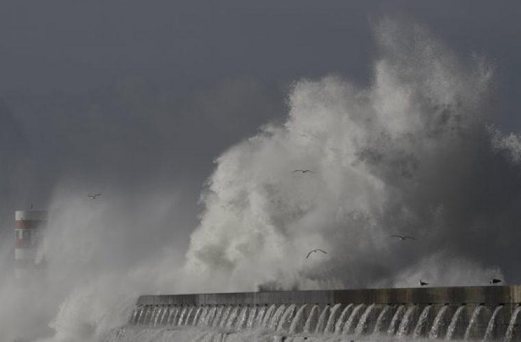 Ανέμους 12 μποφόρ και ισχυρές βροχές φέρνει ο μεσογειακός κυκλώνας