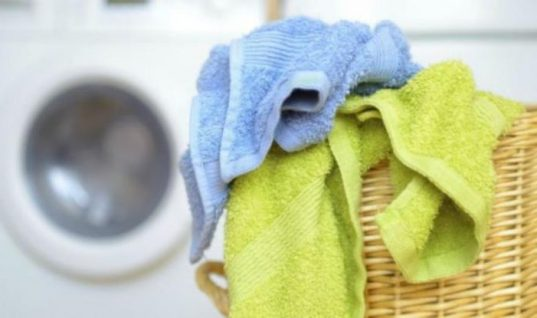 Πώς να αφαιρέσετε βαφή μαλλιών από πετσέτες και ρούχα