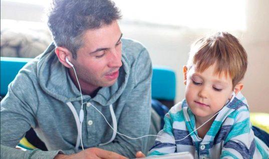 Πώς να ξεκολλήσουμε τα παιδιά από τις οθόνες των υπολογιστών;