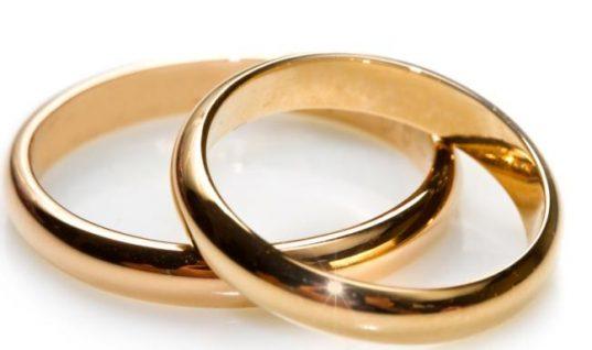 «Παντρεύτηκα στα 25! Κουμπάρος ήταν ο Διονύσης Σχοινάς, αλλά δεν ήρθε ποτέ στο γάμο! Όταν χώρισα μου είπε…»