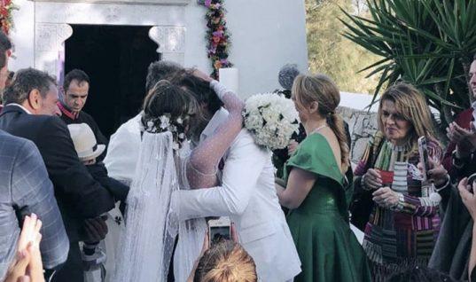 Αθηνά Οικονομάκου – Φίλιππος Μιχόπουλος: Ο ονειρικός γάμος τους στην Μύκονο και οι διάσημοι καλεσμένοι! (εικόνες)