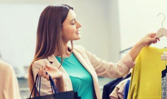 Νέα μόδα: Σταματούν να αγοράζουν ρούχα, νοικιάζουν ακόμη και αυτά που φορούν καθημερινά! (εικόνες)