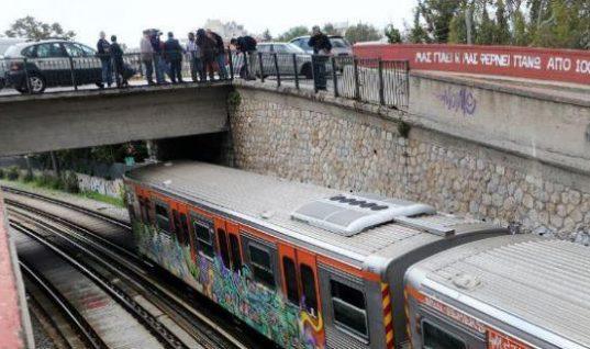 Έλληνας τραγουδιστής ο άνδρας που αυτοκτόνησε πέφτοντας στις γραμμές του τρένου (εικόνες)