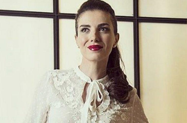 Παντρεύτηκε κρυφά η Φωτεινή Δάρρα -Δείτε τη νύφη, στη μοναδική φωτό από το γάμο! (εικόνα)