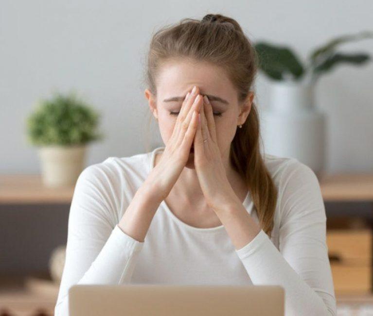 7 σημάδια που μαρτυρούν ότι μπορεί να υποφέρεις από αγχώδη διαταραχή
