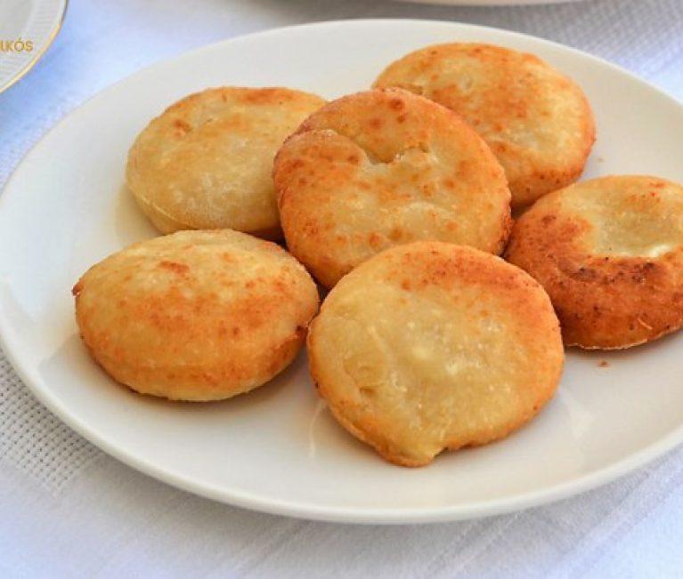 Τα πιο εύκολα που υπάρχουν: Τυροπιτάκια χωρίς φύλλο στο φούρνο ή στο τηγάνι (vid)