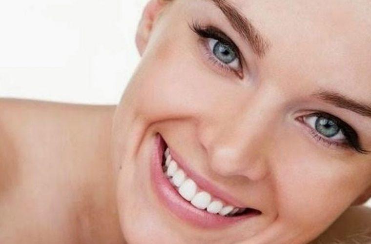 Με αυτό το πανεύκολο κόλπο θα ξυπνάς κάθε μέρα με λαμπερό δέρμα!