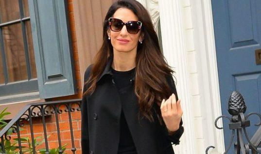 Tο καθημερινό μαύρο φόρεμα της Αμάλ Κλούνεϊ κοστίζει 20 ευρώ και μπορείς να το βρεις και εσύ!