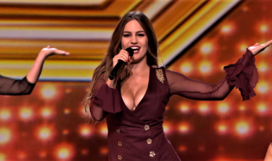 Ετών 24, κορμί αλαβάστρινο: Η χυμώδης Ελληνίδα που σαρώνει στο βρετανικό X Factor (Pics)