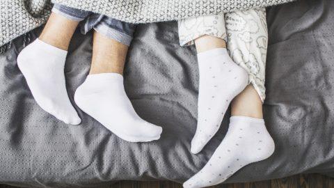 Ο σοβαρός λόγος για τον οποίο όσοι φορούν κάλτσες στον ύπνο τους είναι πιο υγιείς