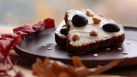 10 νόστιμα υγιεινά σνακ για την επόμενη φορά που θα θες να φας κάτι γλυκό