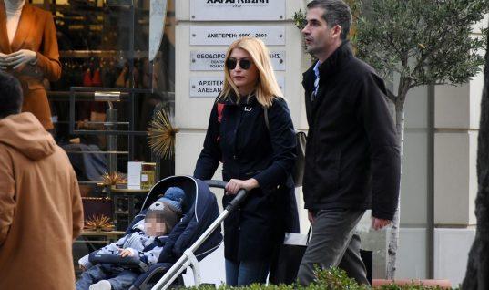 Σία Κοσιώνη – ΚώσταςΜπακογιάννης: Βόλτα με τον γιο τους στην Κηφισιά! (εικόνες)