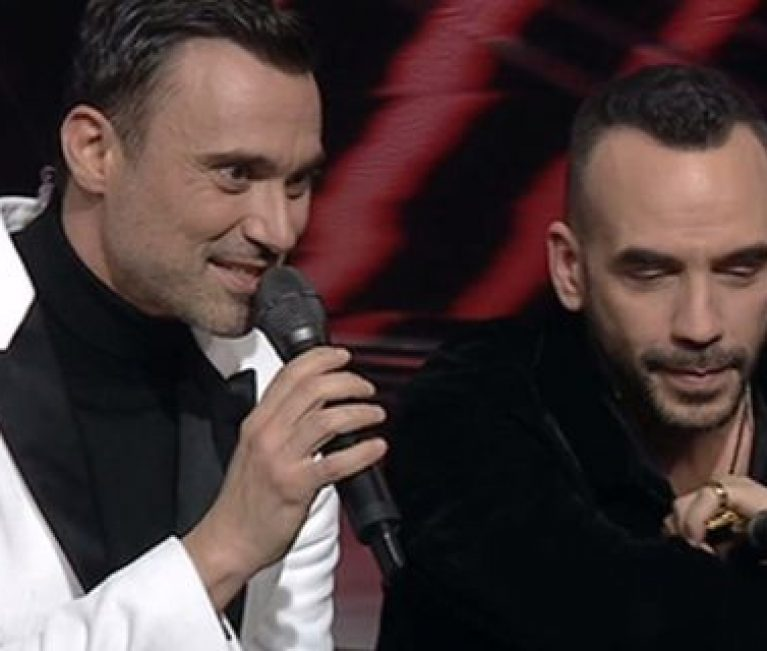 Συγκινητική στιγμή στο The Voice: Ο Πάνος Μουζουράκης τραγουδά για τον πατέρα του