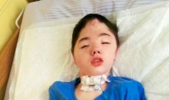 Πέθανε ο μικρός ήρωας που έσωσε τη μητέρα του από βιασμό κι εκείνη τον εγκατέλειψε αβοήθητο στο νοσοκομείο
