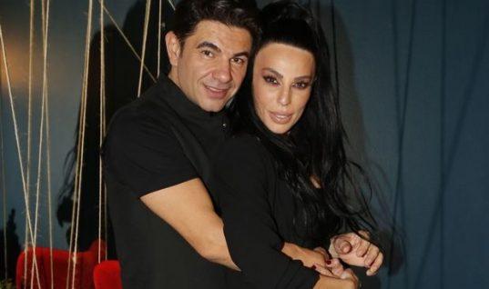 Ο Νίκος Κουρκούλης και η Κέλλυ Κελεκίδου σε μία σπάνια εμφάνιση με τα δύο τους παιδιά